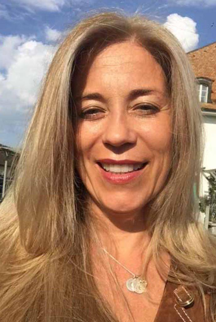 Tandläkare Sara Bergman rekommenderar tandblekning med plasmaljus